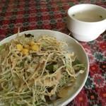 カレーの店 マヤ - セットのサラダ&スープ。サラダでかい。