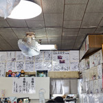 白孔雀食堂 - 有名人のサインがびっしり!