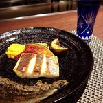 """鉄板焼・旬彩 ほづみ - 本日のお魚""""アゴダイ""""のソテーに合う、日本酒とともに。"""