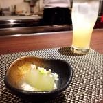鉄板焼・旬彩 ほづみ - アミューズ(冬瓜の鶏そぼろあんかけ)とサングリア(白)