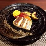 鉄板焼・旬彩 ほづみ - アゴダイのソテー。アンチョビ・黒オリーブ・にんにくの入ったソースでいただきます。(絶品)