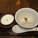 茉莉花 - 杏仁豆腐と胡麻餡入り白玉