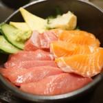 北海道朝市 - 本マグロとサーモン丼
