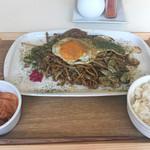 テッパンキッチン セタガヤ - 特製焼きそば、ライス(小)、キムチ
