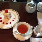 ラウンジ・りんどう - 料理写真:ダージリンとショートケーキ