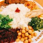 ポンガラカレー - 副菜もビーツのアチャールだったりサンボールもありで基本に忠実!