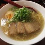 いちにいさん - 料理写真:牛骨塩らーめん(820円)