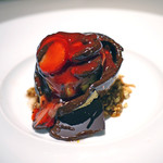 銀座メゾン アンリ・シャルパンティエ - チョコレートが溶けると真っ赤な苺が一杯。