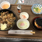 72871309 - 淡路島牛丼 1600円 味、品質で考えるとコスパ最悪です(^_^;)