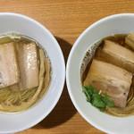 ラーメン HARU - 【左】塩煮干しらーめん 700円 【右】醤油煮干しらーめん 700円