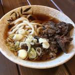 丸政 - (馬肉入り)肉うどん…初めて食べました!