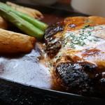 洋食屋ゼペット - 料理写真:チーズハンバーグステーキ