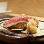 おにく 花柳 - フィレミニヨンの握り寿司