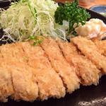 豚八 - 料理写真:カツ定食@830円    柔らかくて脂が美味い♪ 衣との一体感がグー✊