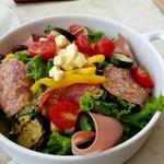 アニヴェルセルカフェ - 10種の野菜とハムのアニヴェルセル特製サラダ:1,200円