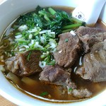 龍駿園 - 牛肉麺@900 牛肉はあか牛らしい。