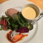 ナトワ - 前菜盛り合わせ:野菜のポタージュ・パプリカのムース・カツオのスモーク・鶏レバーのパテ