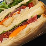 オレンジブーツ - 焼き野菜のベジタブルサンドイッチ