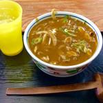 うどんの前田 - 配膳時状態。先に配膳された冷茶とは別に、お冷やが付いてくる。