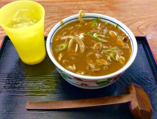 うどんの前田 四天王寺本店 - 配膳時状態。先に配膳された冷茶とは別に、お冷やが付いてくる。