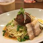 ブタとエスプレッソと - 坦々風辛味噌麺  800円