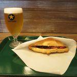 カフェ グリーン トカチ - 北海道産のローストビーフのクロワッサンサンドとサッポロクラッシック(680円+520円)