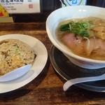 72895244 - 塩くん玉らぁ麺と卓チャーハン