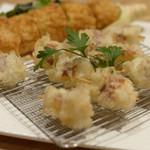 EBISU FRY BAR - スモークチーズと淡路玉ねぎ&トウモロコシの天ぷら