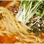 担々麺 辣椒漢 - ムニっとした弾力のある麺です。