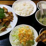 北京家常菜 東海閣 - 鶏肉と野菜炒め定食880円