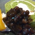 72903887 - 抹茶と栗のロールケーキ