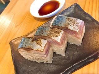 上州濃厚中華蕎麦 はたお商店 前橋店 - 鯖の押し寿司(麺とセットで税抜380円)