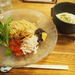 箸とレンゲ - トウモロコシの冷たいつけ麺 890円