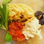 箸とレンゲ - 麺と具