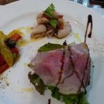 イルピノーロ・レヴィータ - 前菜からは魚、肉料理は何が出るか期待が膨らむ。