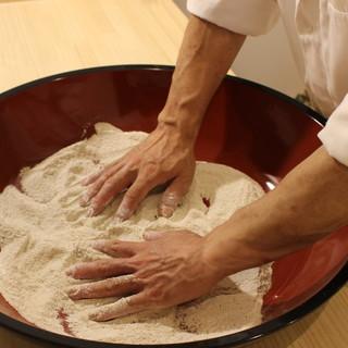慈久庵直伝の蕎麦は、つうもうならせる一品!