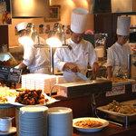 風の更紗 - 料理写真:シェフが目の前で作る!実演焼きコーナー