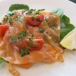 ハマのフレンチ - 前菜のスモークサーモン