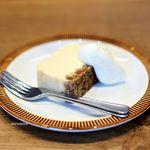 コホロエルマーズグリーンコーヒーカウンター - グラノーラチーズケーキ