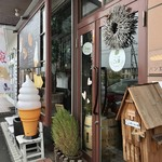 パン工房 こと葉 - 北13条北郷通り沿い、店舗前駐車場有り。
