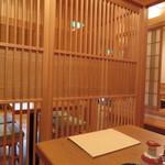 鮨木むら - テーブル席も全て仕切られています