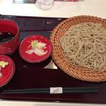 蕎麦 魯庵 - 薬味と漬物  汁は猪口入り