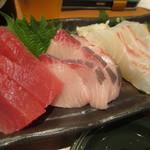 回転さかなや鮨・魚忠 則武本通り店 - まぐろ、かんぱち、真鯛の三種