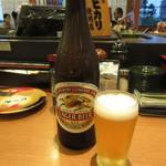 回転さかなや鮨・魚忠 則武本通り店 - 瓶ビール(中瓶) 500円 (2017.7)