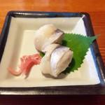 72927583 - 丸寿司                       おからを丸く握って、そこに酢締めしたコハダが乗ってます。ヘルシーオイシー♫