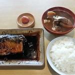 越前屋 - 煮魚、とん汁、ごはん小 600円