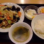 杜記 海鮮火鍋菜館 - 五目野菜と豚肉細切りの炒め