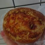 72930115 - プロセスチーズの入ったパン