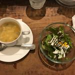 72932509 - 料理についてきたスープとサラダ。