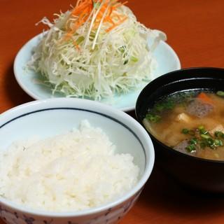 満足!ご飯・お味噌汁・キャベツお替り自由!